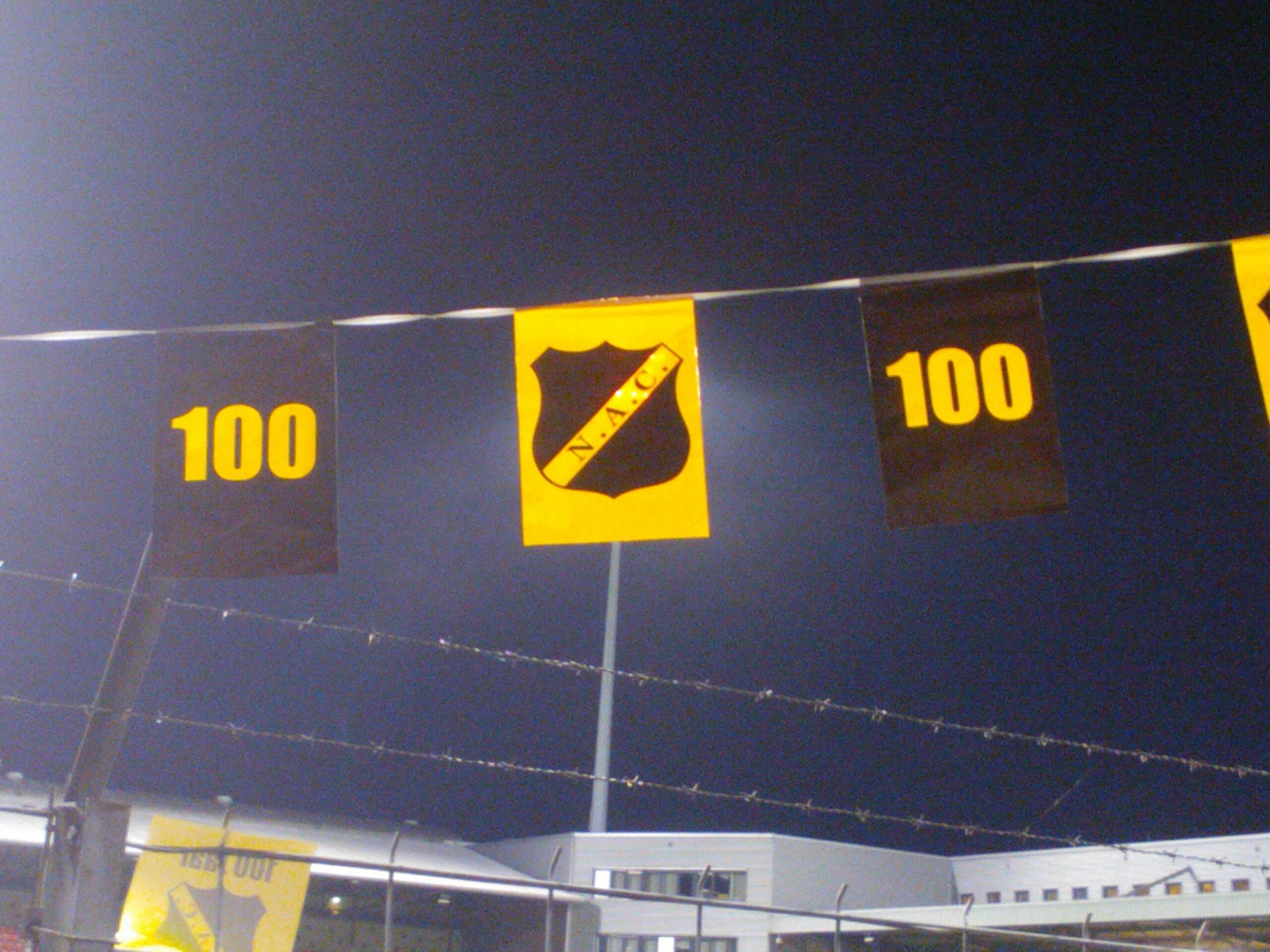 100 jaar NAC vlaggetjes uit bij MVV (2012)