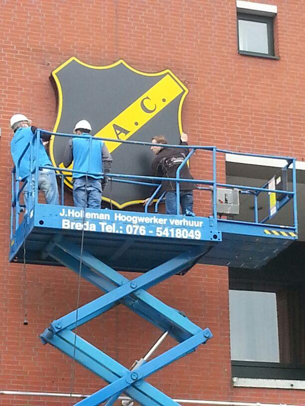 NAC logo op stadion (2013)