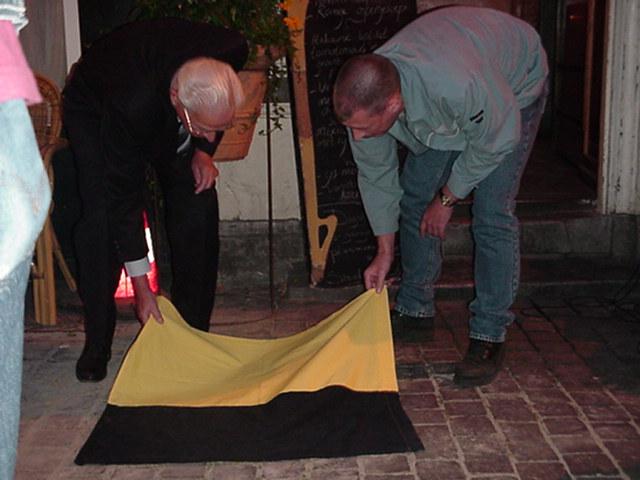 Plaquette onthulling John en Lussenburg (2002)